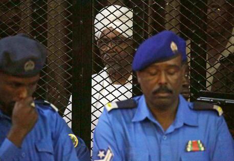 Sudan, L'ex Presidente Bashir Sarà Consegnato Alla Corte Penale Internazionale