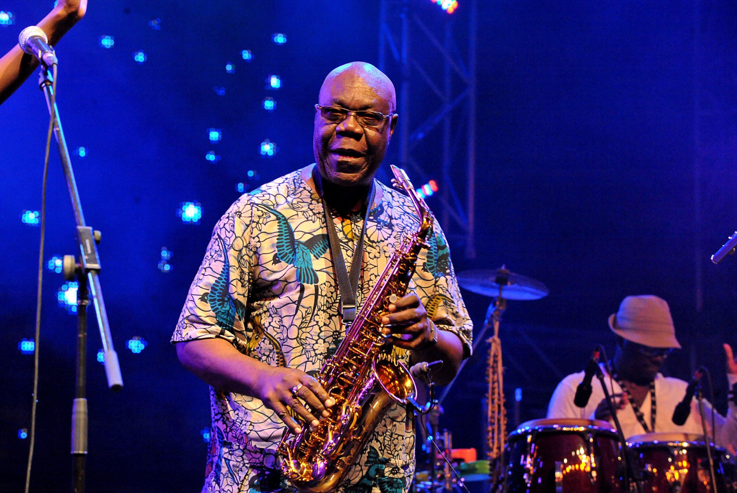 Covid-19, Addio Alla Leggenda Dell'afro-jazz Manu Dibango Colpito Dal Virus A Parigi
