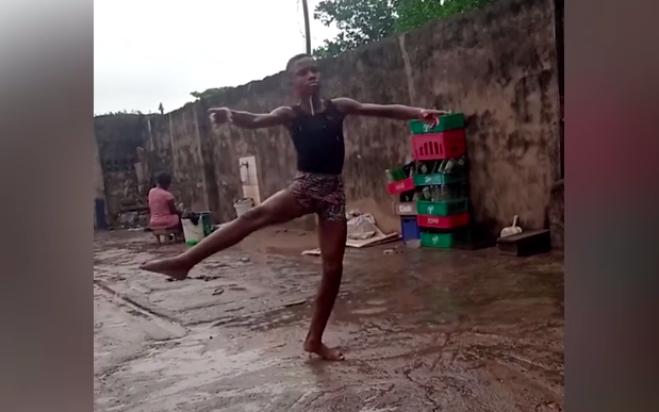 Nigeria, Ballando Sotto La Pioggia E Nel Fango  Un Bambino Conquista Il Mondo