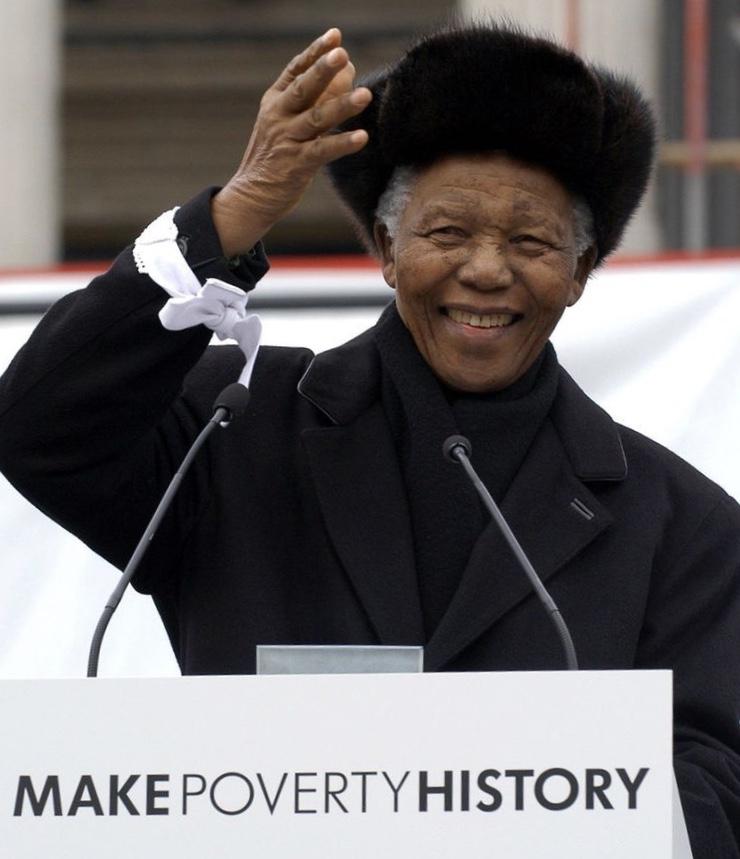 Buon Compleanno Madiba, Il Tuo Sguardo E Le Parole A Trafalgar Square Ci Accompagnano