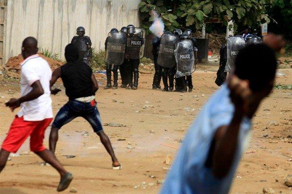 Costa D'Avorio, Proteste Contro Terzo Mandato Ouattara Sedate Con Bastoni E Machete